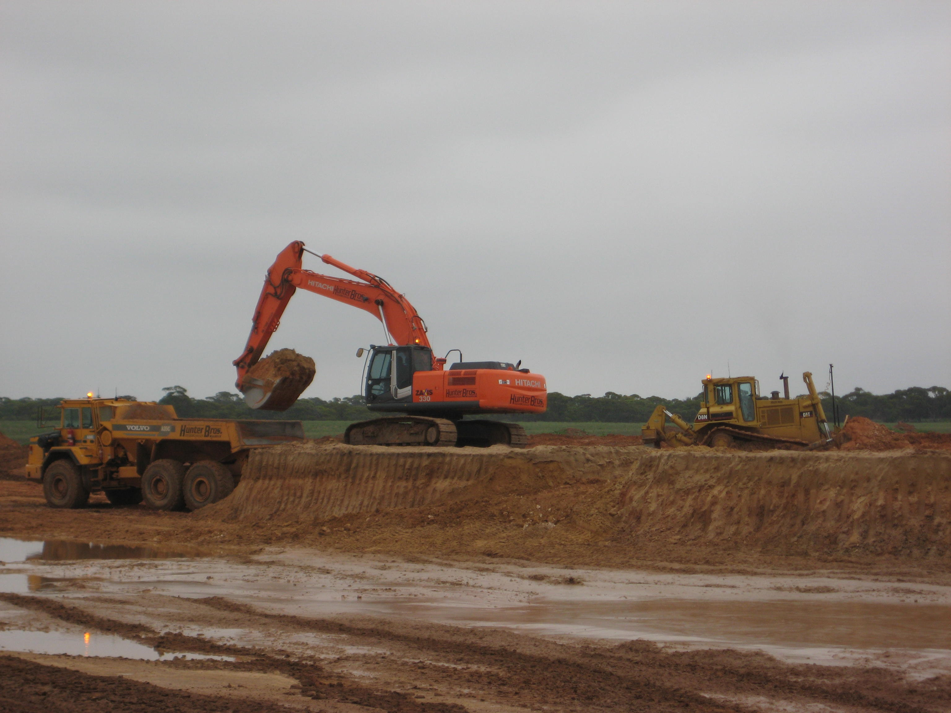 30t - 39t Excavator for hire - Hunter Bros Earth Movers Pty Ltd