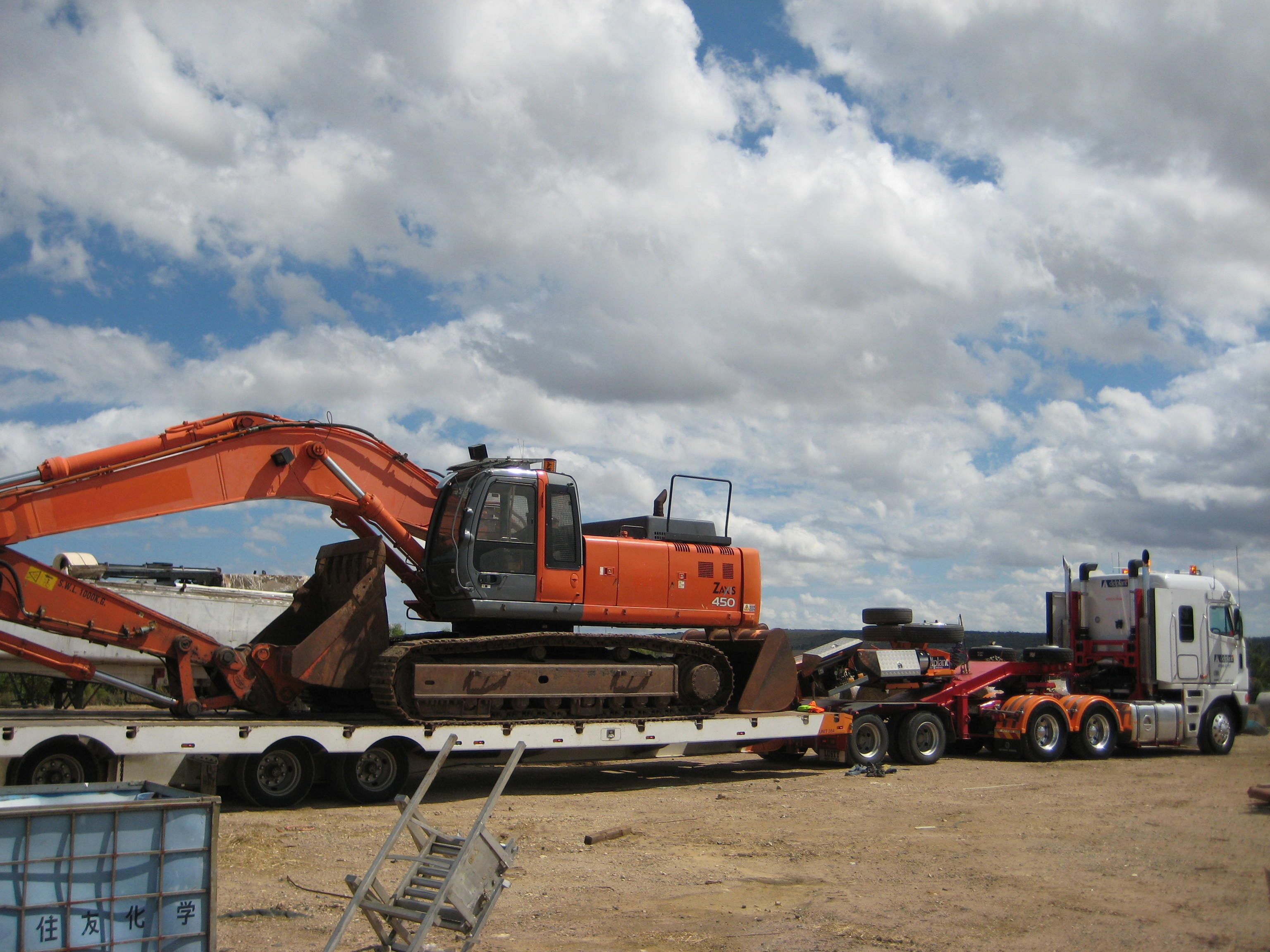 40t - 49t Excavator for hire - Hunter Bros Earth Movers Pty Ltd