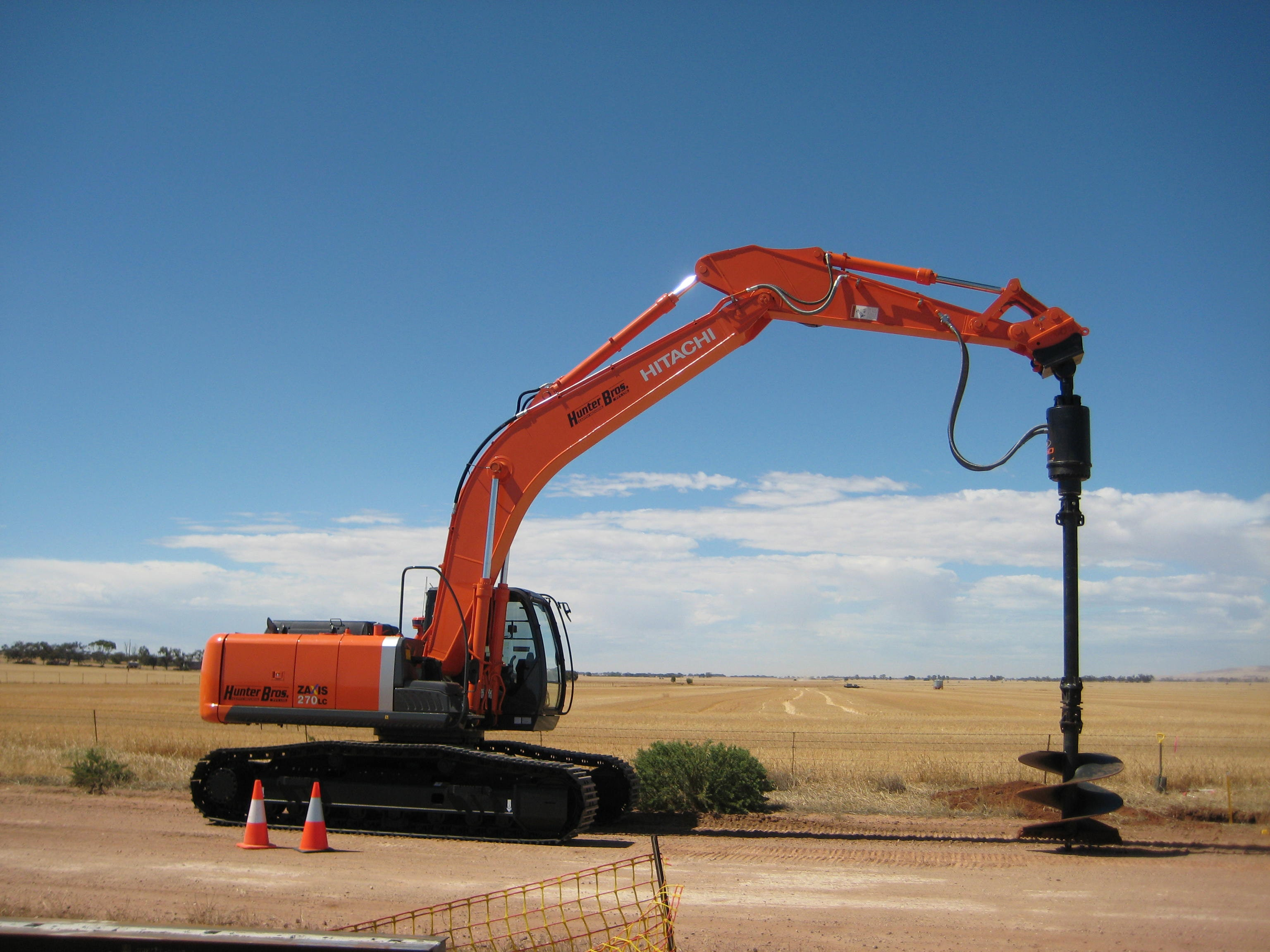 20t - 29t Excavator for hire - Hunter Bros Earth Movers Pty Ltd