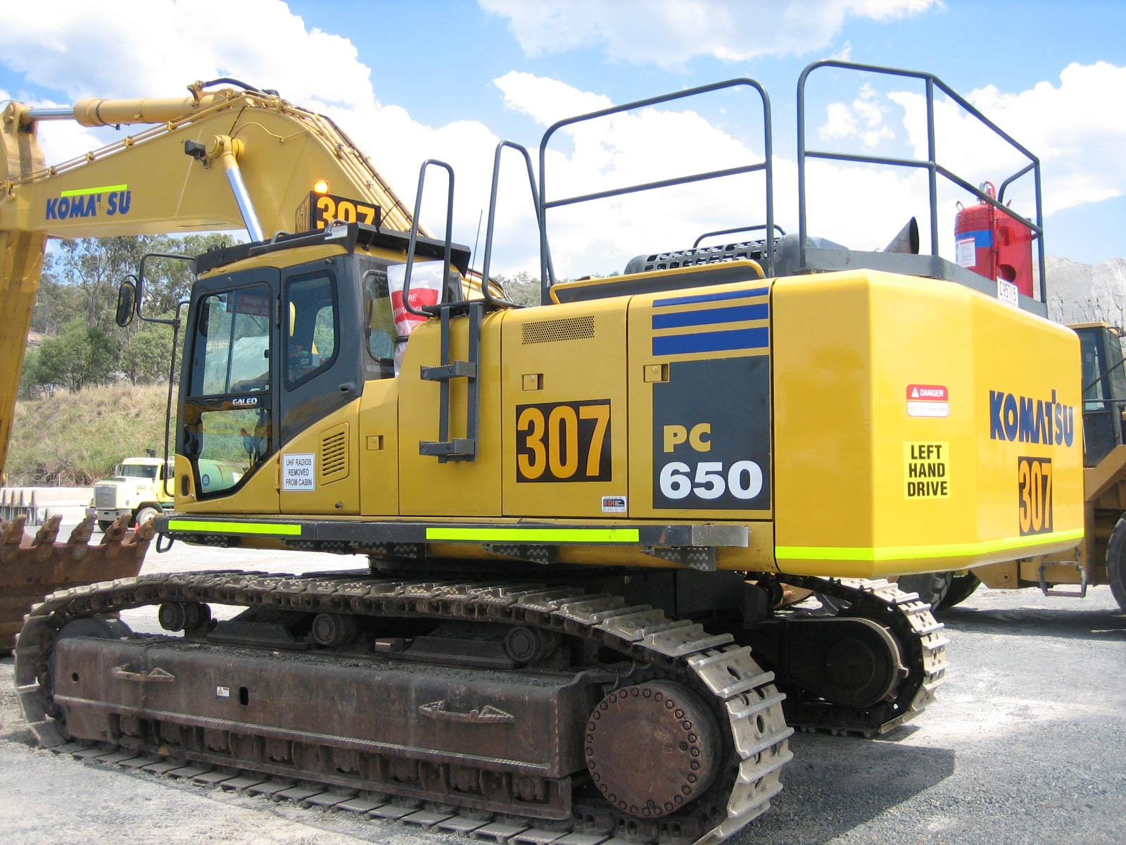 50t - 80t Excavator for hire - Thomas Kingsley Resources Pty Ltd