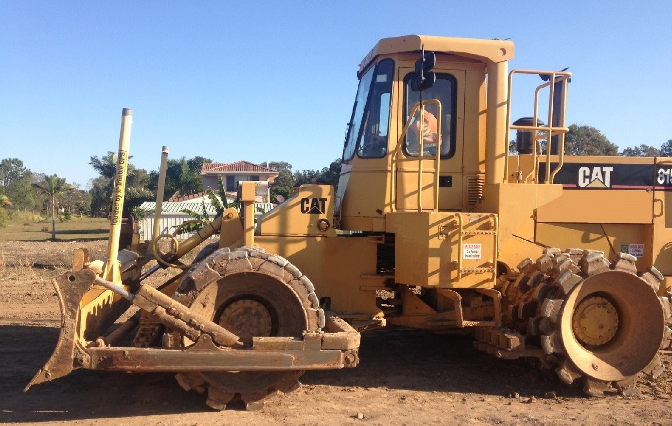 CAT 815 or Equivalent Compactor for hire - Thomas Kingsley Resources Pty Ltd