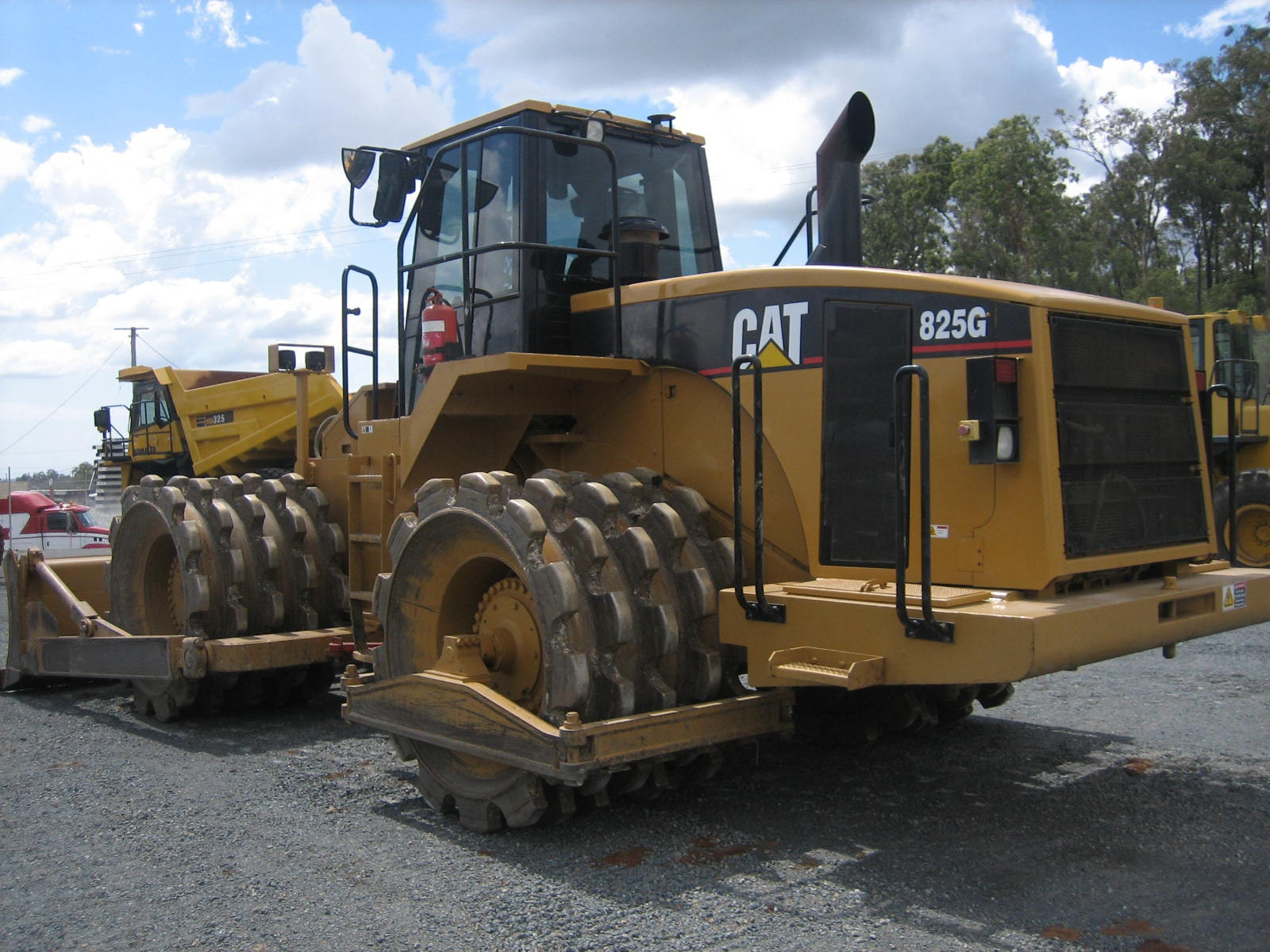 CAT 825 or Equivalent Compactor for hire - Thomas Kingsley Resources Pty Ltd