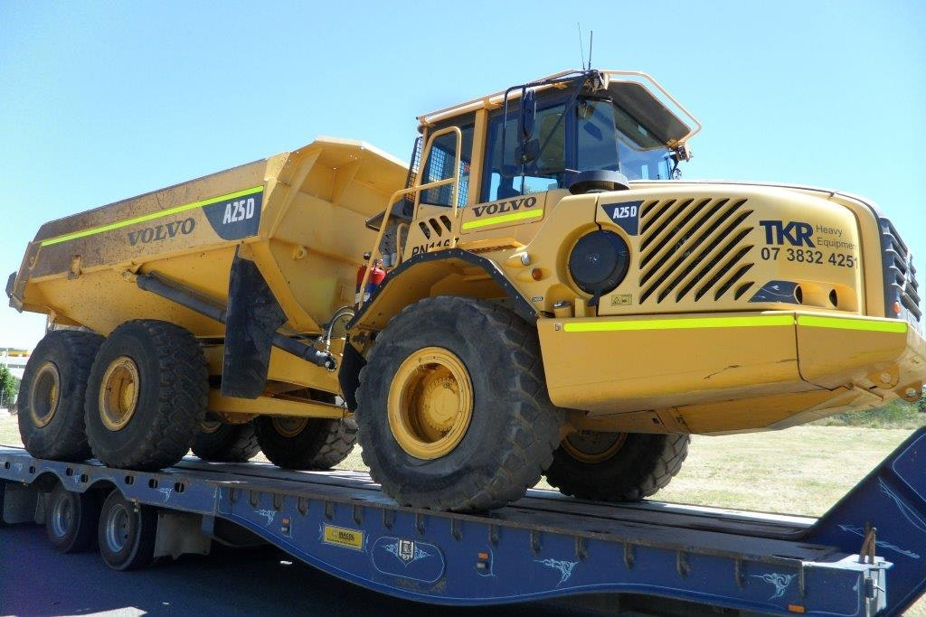 20t - 29t Dump Truck for hire - Thomas Kingsley Resources Pty Ltd