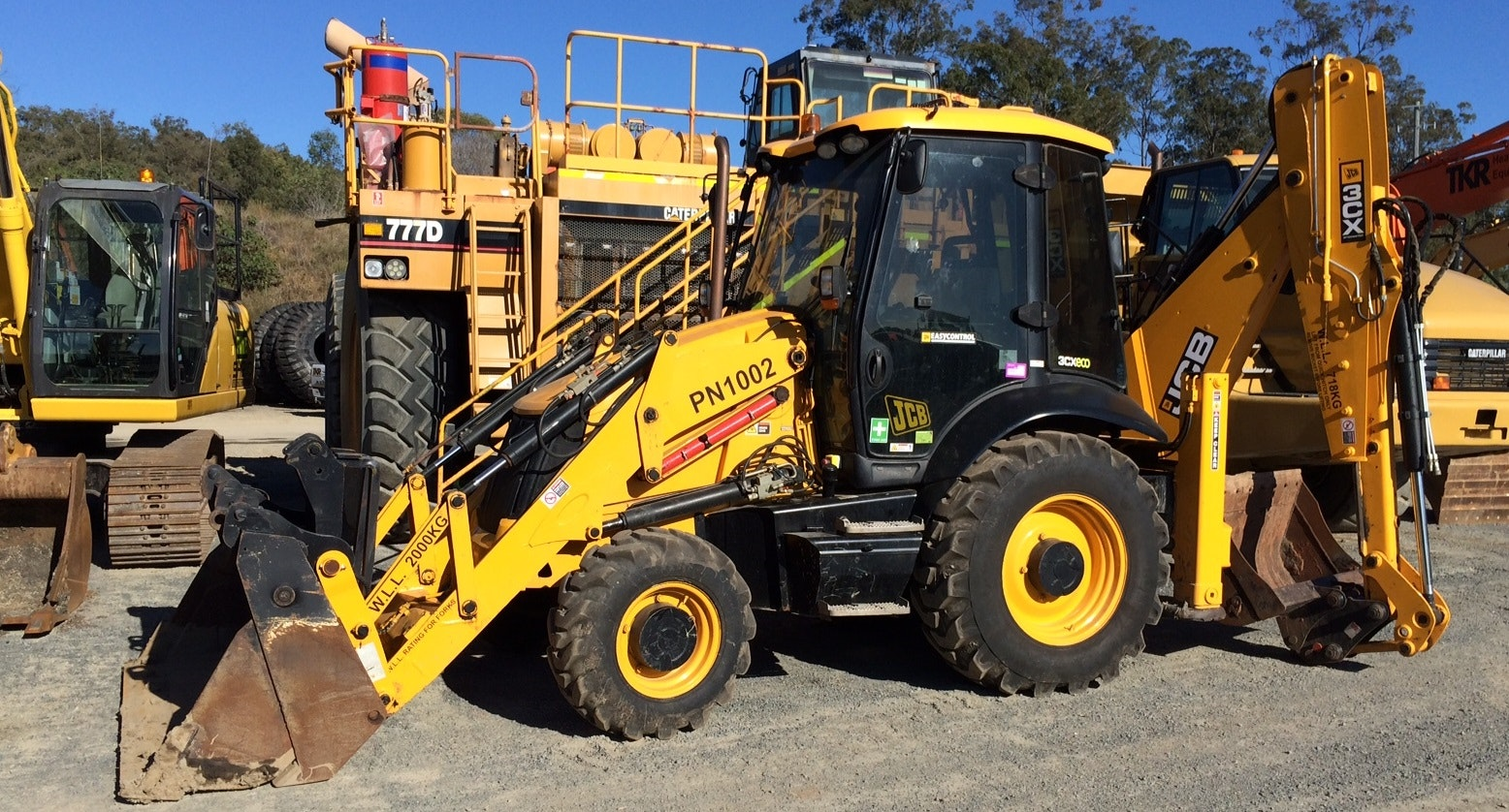 Less than 10t Backhoe for hire - Thomas Kingsley Resources Pty Ltd