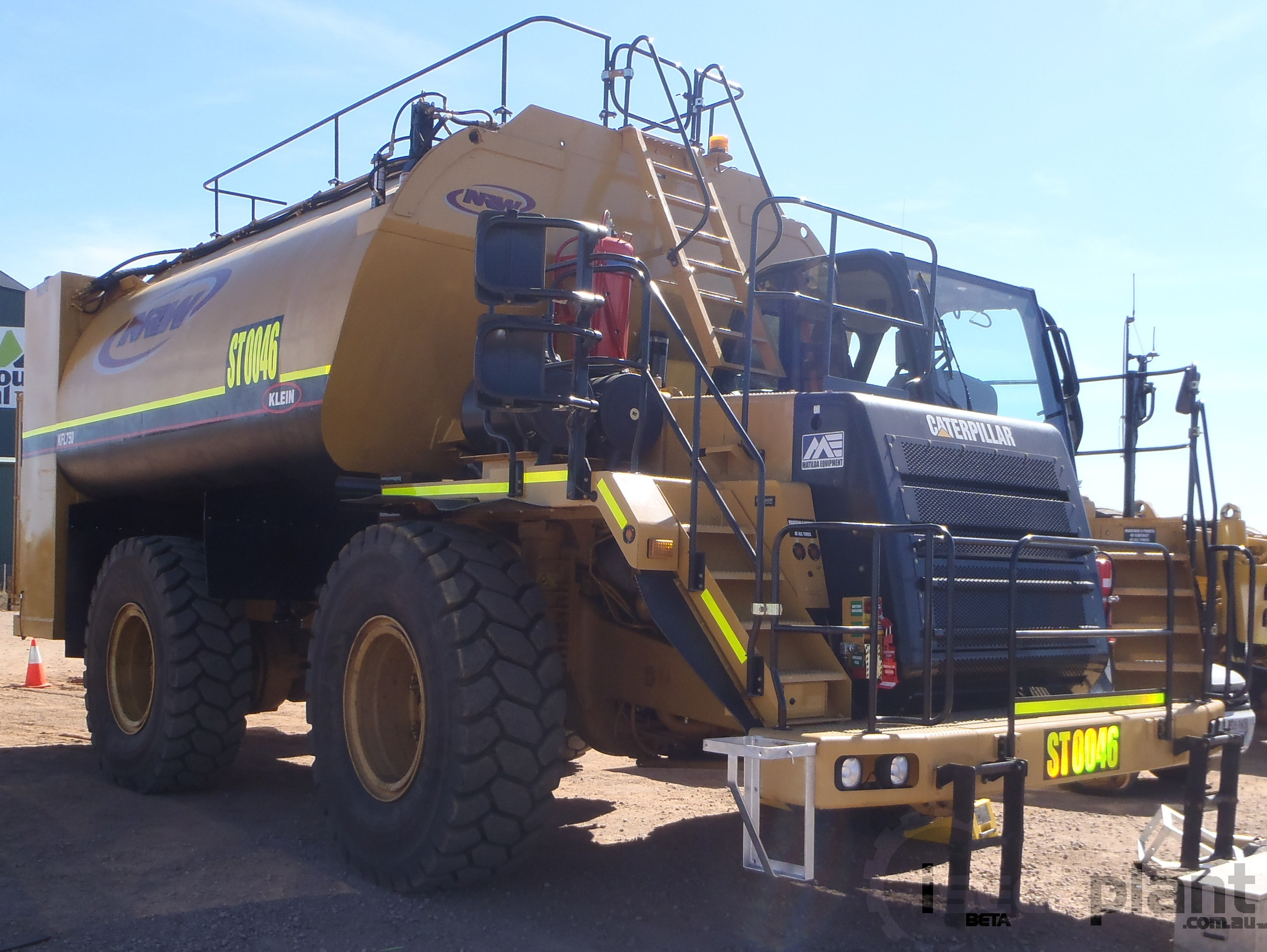 12000 - 20000L Service Truck for hire - Matilda Equipment