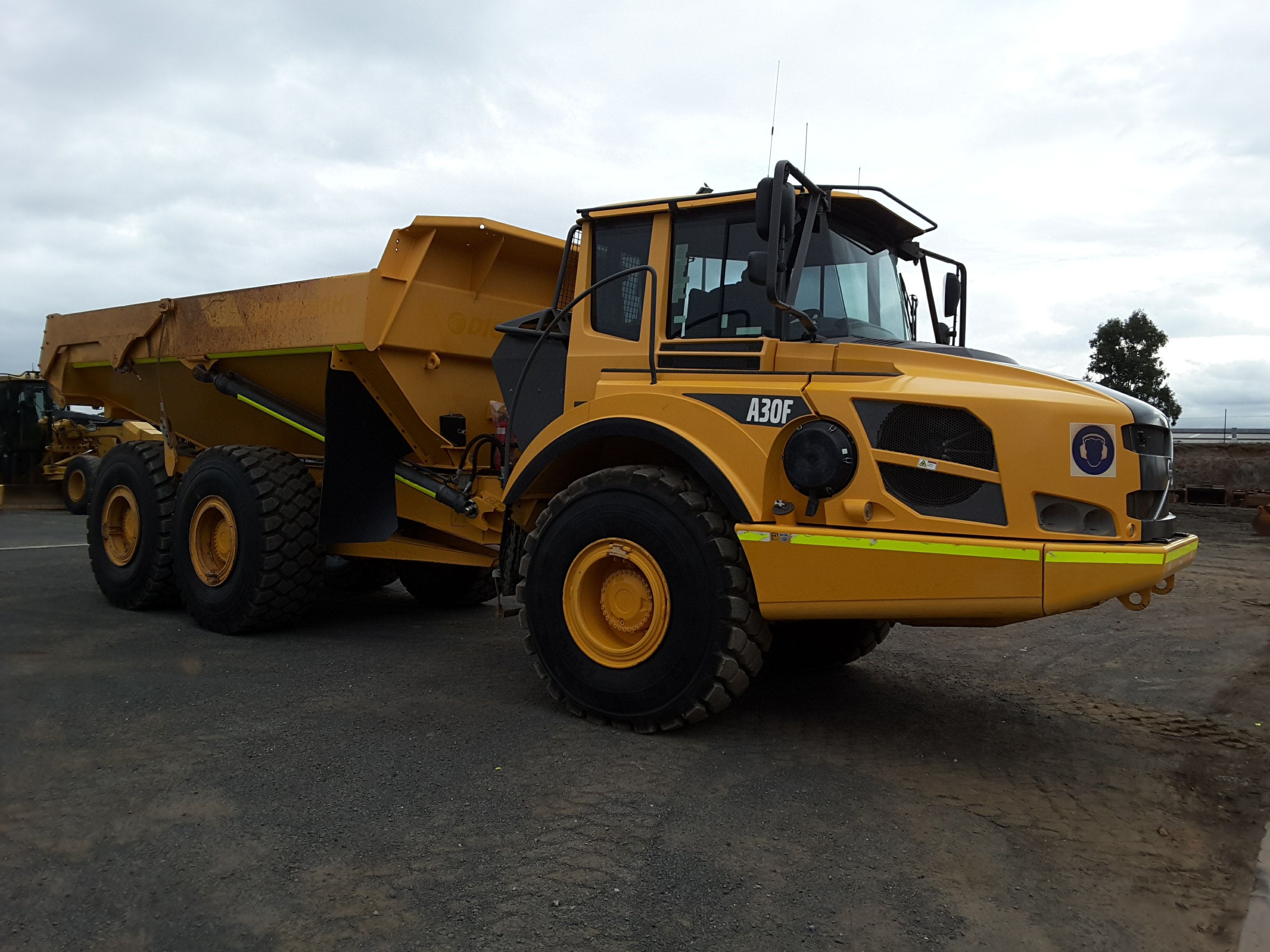 30t - 39t Dump Truck for hire - RediPlant