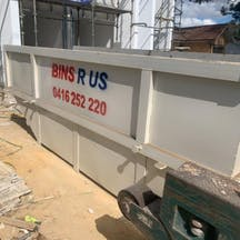 "Logo of Bins ""R"" Us"